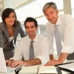 equipo de ventas con la presentación del negocio en oficina — Foto de Stock