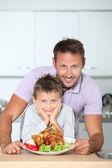 Otec a syn, večeři — Stock fotografie