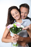 Man giving bunch of flowers to girlfriends — Stock Photo