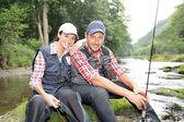 Homme et femme dans la pêche à la mouche rivière — Photo