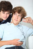Friends listening to music at home — Stock Photo