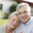 Smiling senior couple sitting in garden — Stock Photo