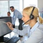 Customer service operator talking on the phone — Stock Photo