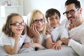 Familj av fyra bär glasögon — Stockfoto