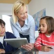 Teacher in class with kids using electronic tablet — Foto de Stock