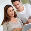Couple at home looking at internet — Stock Photo