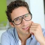 眼镜上的现代人 — 图库照片