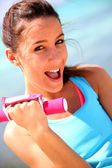 Cheerful girl lifting weights — Foto Stock