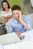 Couple looking at laptop with perplexed expression — Stock Photo