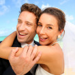 Just married couple standing on a paradisiacal beach — Stock Photo