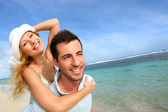 Cheerful couple enjoying vacation at the beach — Stock Photo