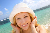 Smiling attractive girl at the beach — Stock Photo