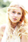 Beautiful blond girl in meadow — Foto de Stock