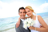 Just married couple at the beach — Stock Photo