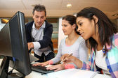 Trainer working in class with students — Stock Photo