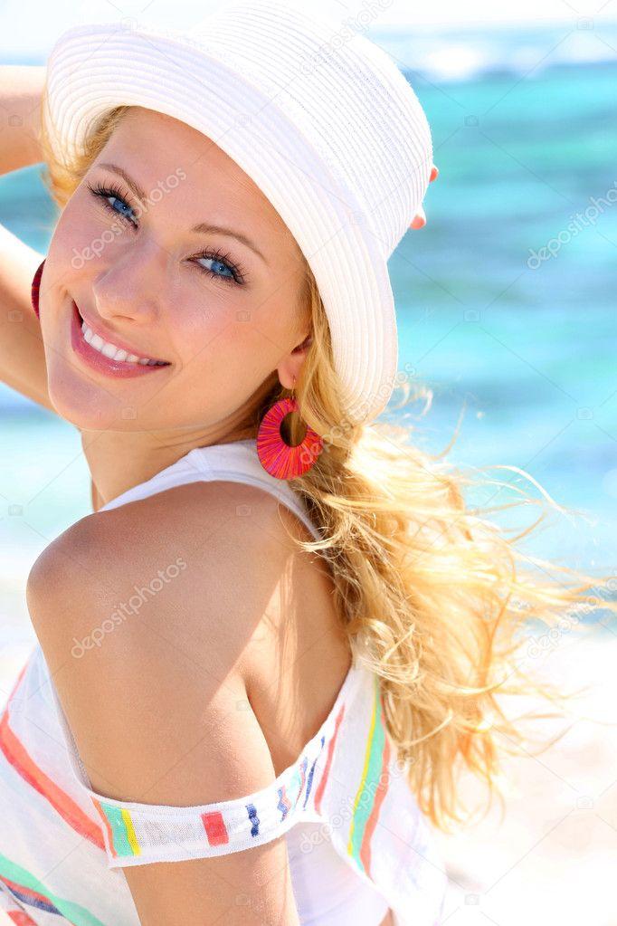Привлекательная блондинка фото 1 фотография