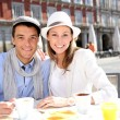 Tourists sitting at coffee shop in la Plaza Mayor, Madrid — Stock Photo