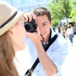 Man taking picture of girlfriend during week-end — Stock Photo