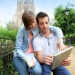 Couple of tourists using tablet in Barcelona — Stock Photo