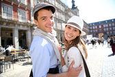 Couple of tourists visiting la Plaza Mayor de Madrid — Stock Photo