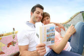 Tourists reading travel book in Guell Park, Barcelona — Stock Photo