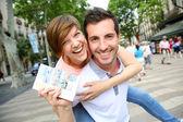 Cheerful couple in La Rambla of Barcelona — Stock Photo