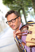 Trendy guy traveling with bag — Stock Photo
