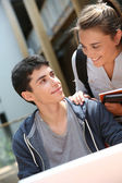 Teenagers looking at each other — Stock Photo