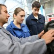Students with instructor working on auto engine — Stock Photo