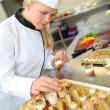 Caterer preparing tray of appetizer — Stock Photo