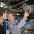 Teacher with student in car repairshop — ストック写真