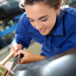 Student working on car in repairshop — Foto Stock