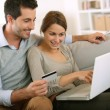 Couple using credit card to shop on internet — Stock Photo