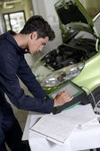 Students doing car diagnostic with computer — Stock Photo