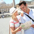 Couple reading map by Saint Peter basilica — Stock Photo