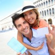 Tourists showing visitor's card — Stock Photo