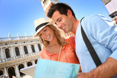 Couple reading tourist guide on San Marco place — Stock Photo