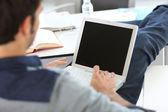 Laptop ile rahatlatıcı kampüs öğrenci — Stok fotoğraf