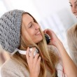 Girlfiends having fun listening to music — Stock Photo