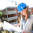 Woman on construction site — Stockfoto