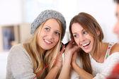 Girlfiends having fun listening to music — Stock Photo