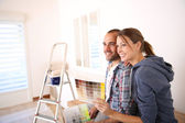 Couple in new house choosing color for walls — Stock Photo