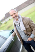 Man locking car doors — Stock Photo
