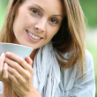 Woman drinking coffee in the garden — Foto Stock