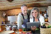 Senior couple in home kitchen — Stock Photo