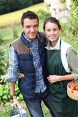 Couple standing in kitchen garden — Stock Photo