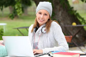 Woman in park studying on laptop — Stock Photo