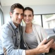 Couple websurfing — Stock Photo