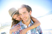 Man with girlfriend at beach — Stock Photo