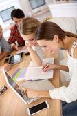 Schoolgirls studying on laptop — Zdjęcie stockowe